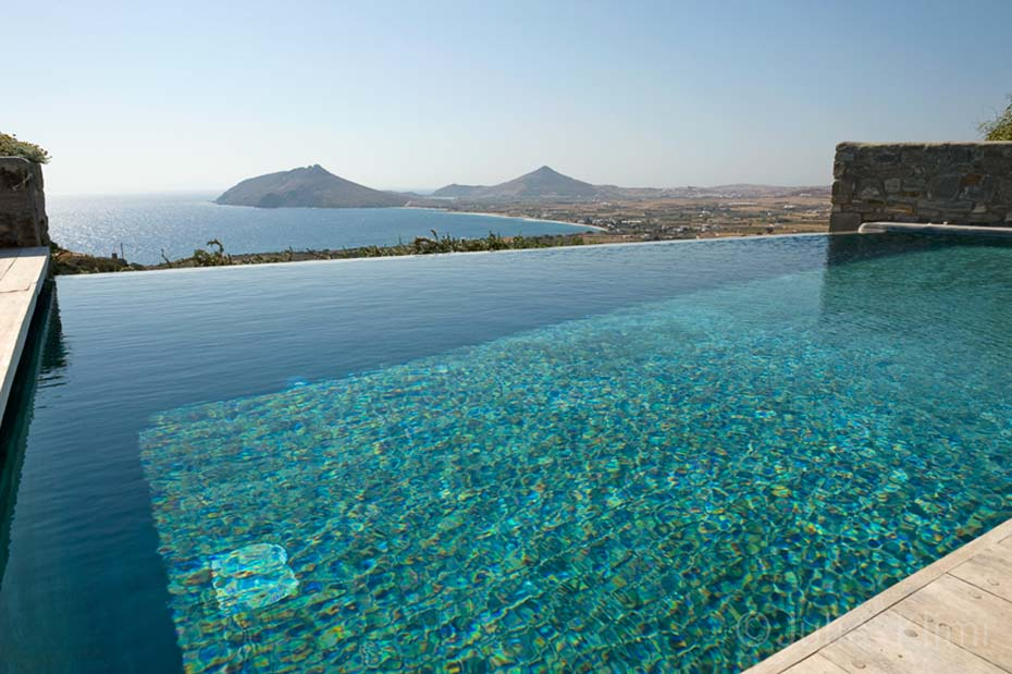 Infinity swimming pool with island and sea view