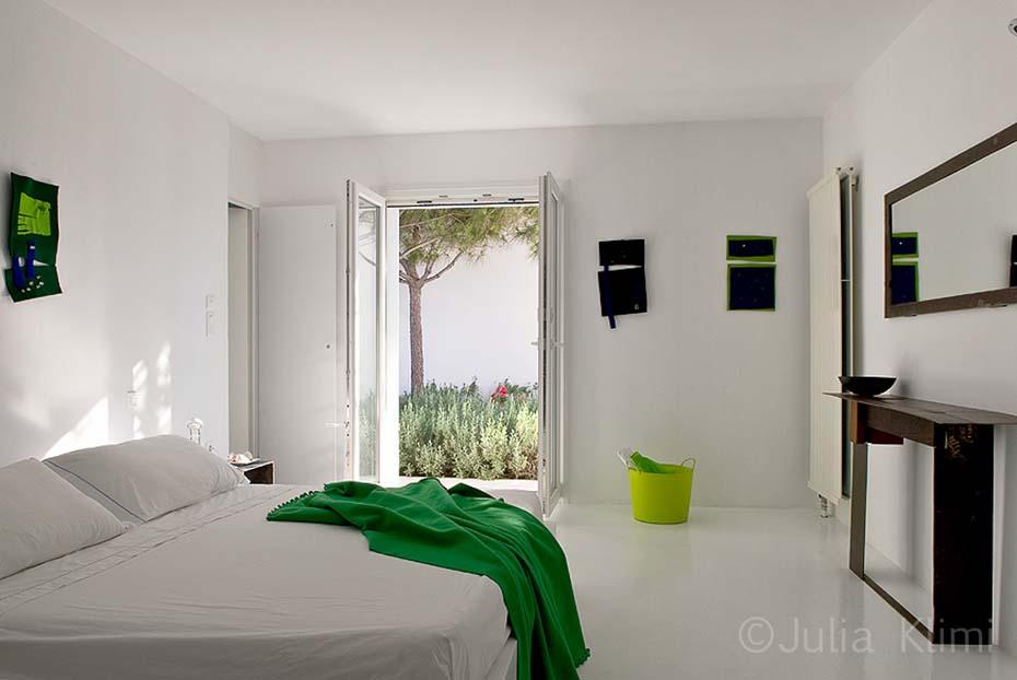 16DSC_5395 Modern bedroom with garden views